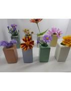 Маленькая стильная ваза ручной работы из бетона